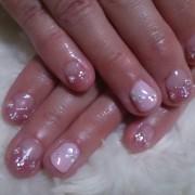 明るいピンクに心も晴れやかピンク×花柄で正統派フェミニン