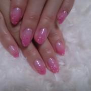 気分も上がる春色ネイル新色ピンクにドット柄